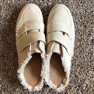 Universal Thread slip on shoes